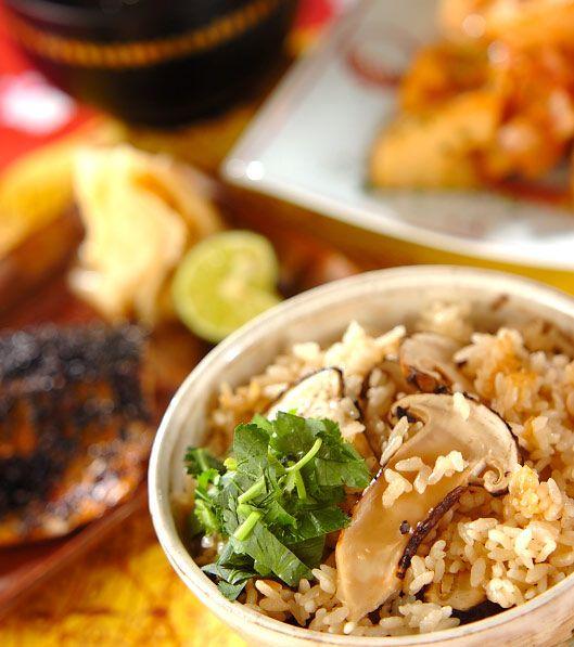 「松茸のみの松茸ご飯」の献立・レシピ - 【E・レシピ】料理のプロが作る簡単レシピ/2008.10.11公開の献立です。