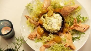 Gestoomde zalmforel met gevulde paddenstoelen en gekonfijte tomaatjes