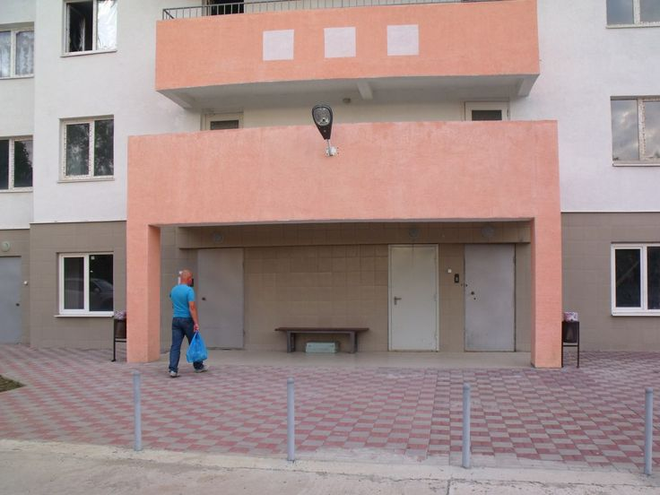 1-я квартира, 62кв.м, Сочи, Хостинский р-н  Сочи  Продаю 1-ю квартиру в Хостинском районе г. Сочи. Площадь: прихожей - 8,4 м², совмещенного санузла -4,5 м², гардеробной -4,6 м², комнаты - 22 м², кухни - 15 м², застекленной лоджии - 5 м².Высота потолков -2,70 м² , установлена металлическая дверь(хорошего качества). Детская площадка и парковка есть. Дом находится в тихом и спокойном районе . В шаговой доступности:до моря-15 минут, до остановки общественного транспорта и магазинов - 5 минут.