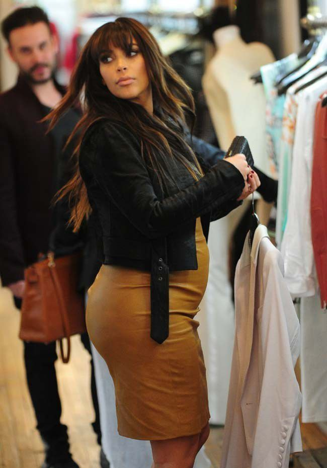 http://www.public.fr/News/Photos/Photos-Kim-Kardashian-lady-cuir-pour-une-grosse-viree-shopping-a-New-York-388212