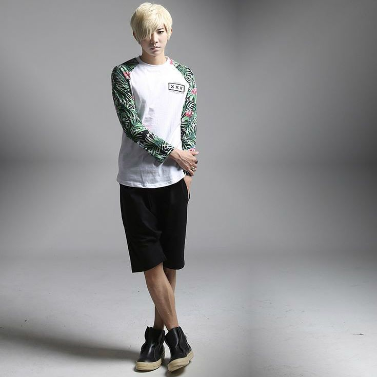 K-POP Men's Fashion Style Store [TOMSYTLE]  Star Flower nagrang T / Size : FREE / Price : 40.44 USD #dailylook #dailyfashion #casuallook #tops #Tshrit #TEE #skinnypants #TOMSTYLE #OOTD  http://en.tomstyle.net/