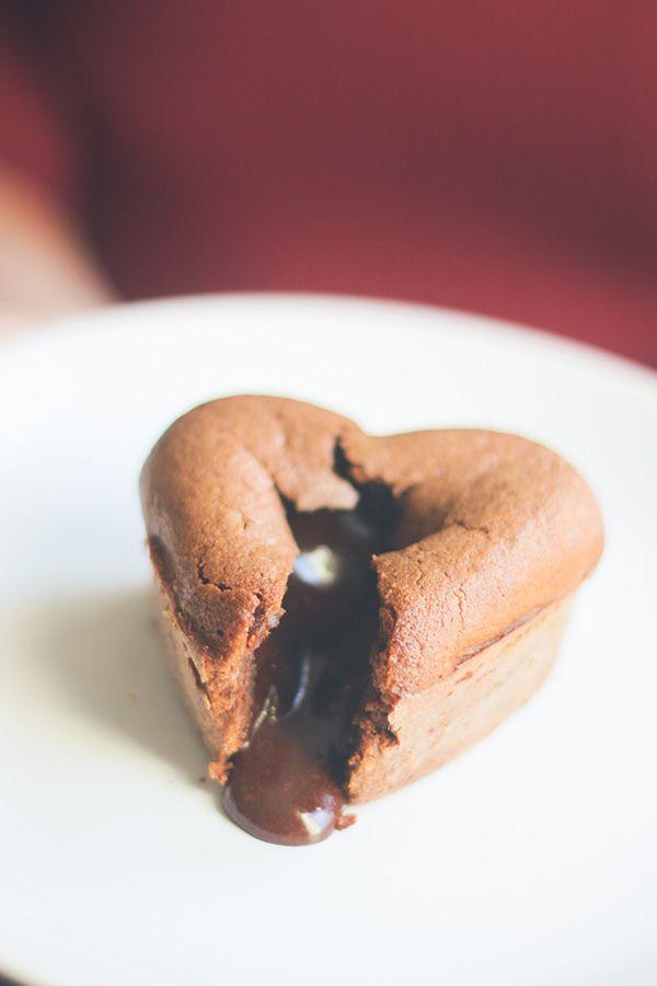 Recette coeur coulant au chocolat très facile, recette de Saint Valentin. Gâteau au chocolat, moelleux au chocolat.