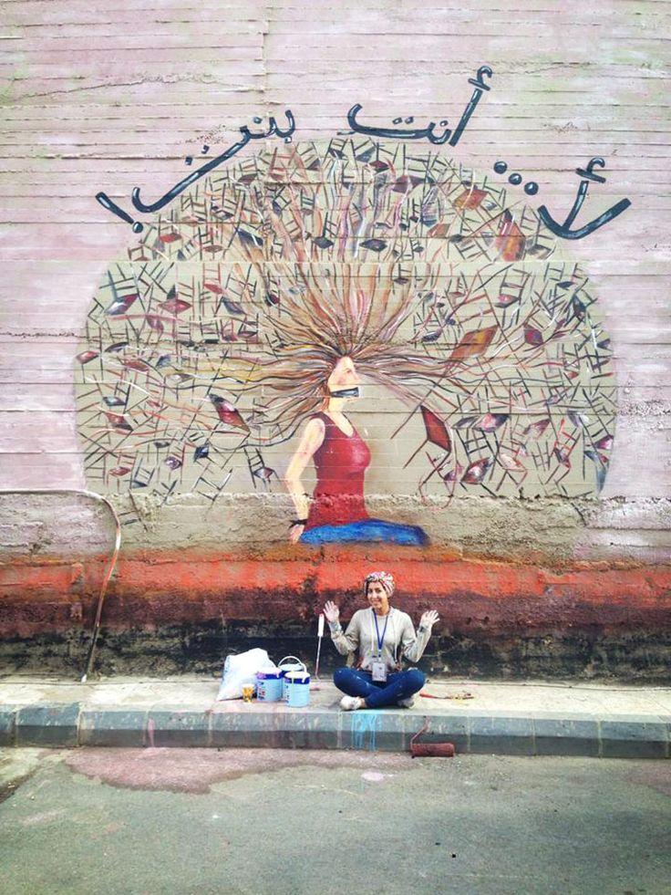 Noor Qussini desafía las barreras que limitan a la mujer - Mujeres y arte en los muros árabes