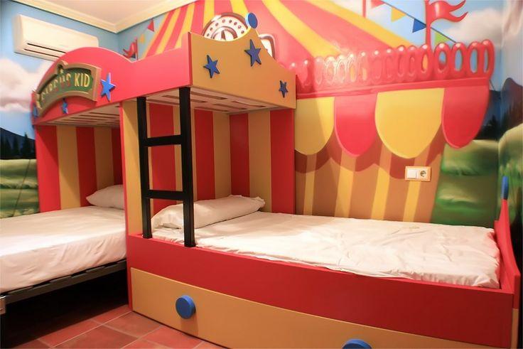 Alojamiento tematico,a 5 min del parque Warner, habitacion tematica del circo, mas informacion en:volantehostal@gmail.com