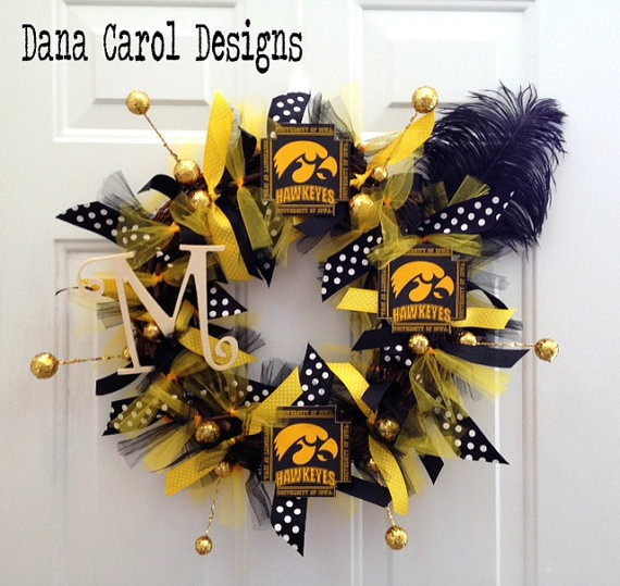 Iowa hawkeyes petite door wreath wall decor by for Iowa hawkeye decor