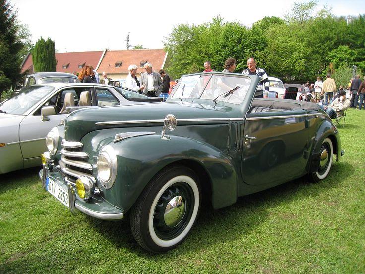 Škoda 1102 Roadster, Československo 1950 (1949-1951) Dvoudveřový dvoumístný roadster, motor vpředu a pohon zadních kol. Zážehový, kapalinou chlazený řadový čtyřválec (R4), rozvod OHV, objem 1089 cm³, vrtání 68,0 mm, zdvih 75,0 mm, komprese 6,5, dva ventily/válec, karburátor Solex, bez přeplňování, výkon 24 kW (32 koní) při 4000 ot/min, točivý moment 67 Nm při 2400 ot/min, mechanická čtyřstupňová převodovka, rozvor náprav 2485 mm, rozchod kol 1200/1250 mm, vnější rozměry: délka 4050 mm, šířka…