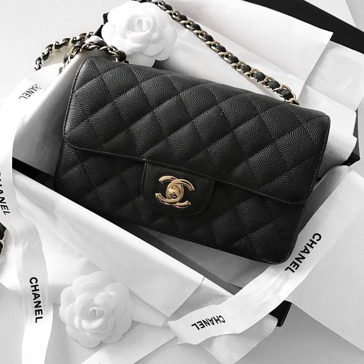 ♡GlamBarbiE♡ Chanel Mini Classic Flap bag, black caviar leather | pinterest: @Blancazh