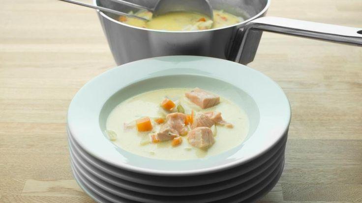 Oppskrift på hjemmelaget fiskesuppe med laks, foto: