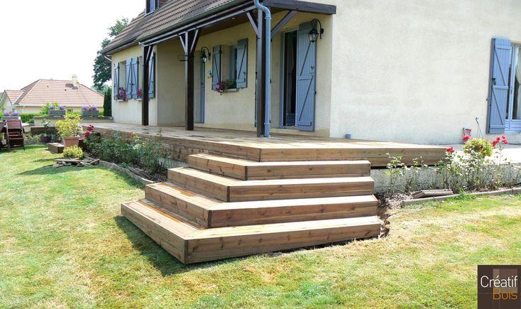 23 St Priest la Plaine Terrasse Bois et son escalier dangle en bois