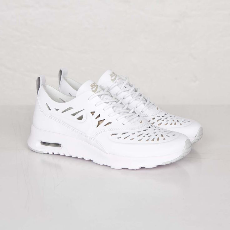 nike air max thea joli cut out triple white chaussures. Black Bedroom Furniture Sets. Home Design Ideas