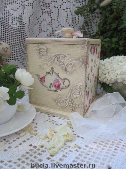 """A cozinha é feito à mão.  Mestres Feira - handmade Box """"Tea pétala de rosa.""""  Handmade."""