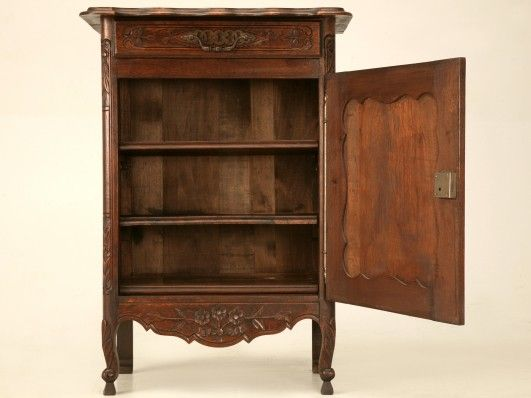 How Old is Your Antique Furniture? 4 Ways to Tell its Age