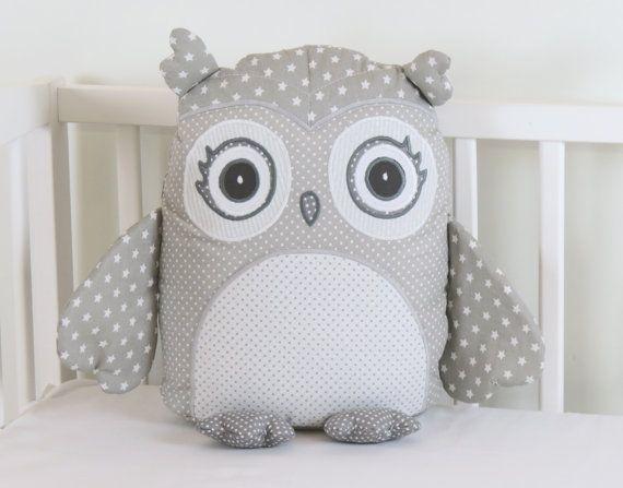 Buho gris almohada, gris y blanco almohada, gris y blanco buho gris vivero decoración