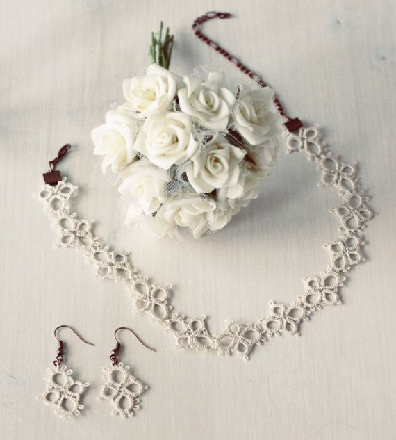 Handmade tatted jewelry set: necklace and earrings in vintage cream - wedding jewelry - the perfect gift for under 25 EUR