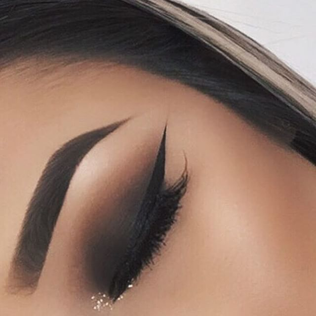 This look is one of my favorites: espresso eye shadow with black eye liner…