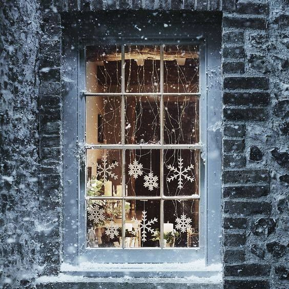 winter window decor.