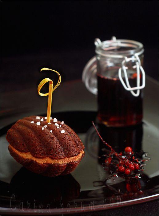 Sablés chocolat à la crème de foie gras, et sirop de vin rouge épicé - Chocolate Sable with Foie Gras Cream