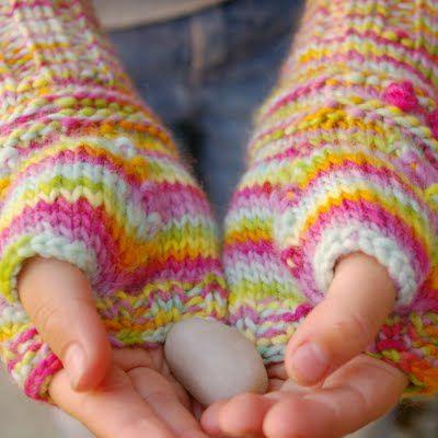 Make Fingerless Gloves for your kids! Free Knitting Pattern. #knit