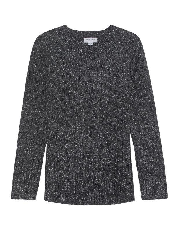 Grobstrick-Pullover Der locker geschnittene graue Grobstrick-Pullover kommt mit Rundhalsausschnitt und extra breiten Ripp-Bündchen.  Monochromes Design mit dem gewissen Twist!