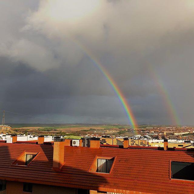 Doble #arcoiris desde la casa de un amigo Dual #rainbow in a friends home #hdr #shootoniphone #shootoniphonex #todayatapple #sky #rain
