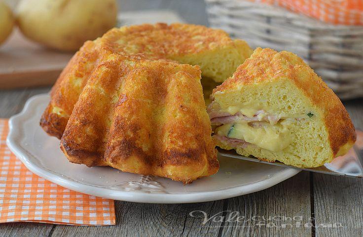 TORTA SALATA FARCITA velocissima,un impasto morbido di patate e ricotta che racchiude una farcia golosa di zucchine,prosciutto cotto e formaggio,