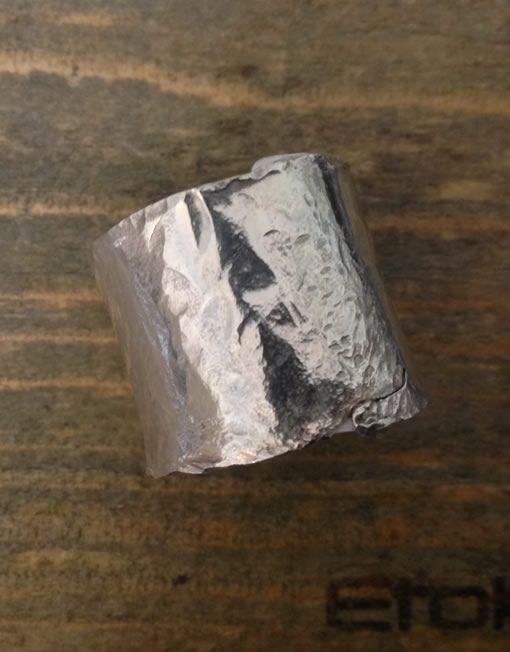 100€. Anello a fascia in argento martellato, regolabile, della linea Hand Made by #EtoileGioielli