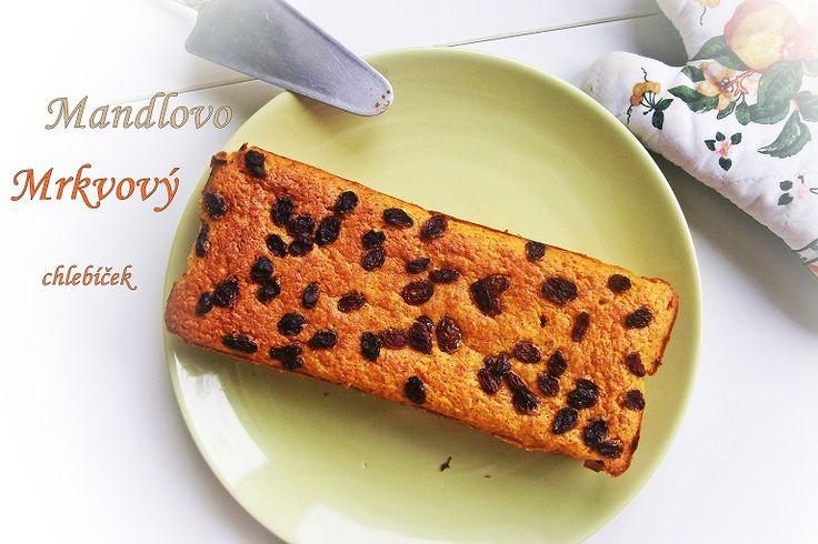 Mrkvovo-mandlový chlebíček. Děláme ho podle receptu z Apetitu  z oloupaných mandlí a s mnohem menším množstvím cukru, protože máme sladkou mrkev. A bez rozinek, zato s mandlovými plátky nahoře.  V mezikroku z oloupaných mandlí vyrábíme mandlové mléko.