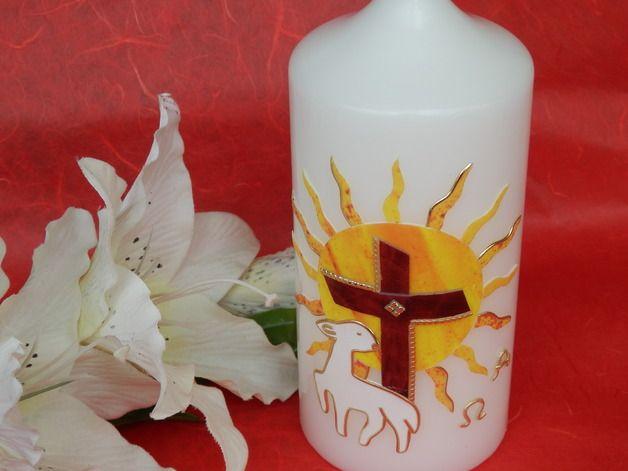 Passend für das Osterfest, das Fest der Auferstehung haben wir eine wunderschöne, strahlende Osterkerze gefertigt. Eine strahlende Sonne, das Kreuz und das Lamm machen diese Kerze auch zu einem...