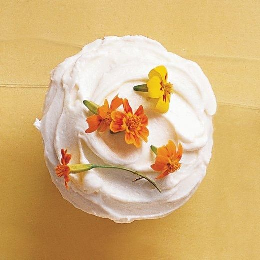 Spring Cupcake Recipes // Edible-Flowers Cupcakes Recipe