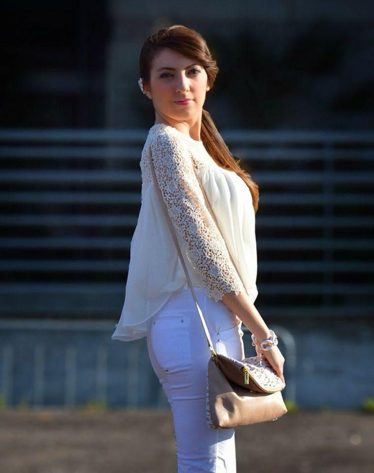 JUST      FASHIONABLE         by Anna Colucci: Total White e Pizzo...con la mia tracolla Babi Fir...
