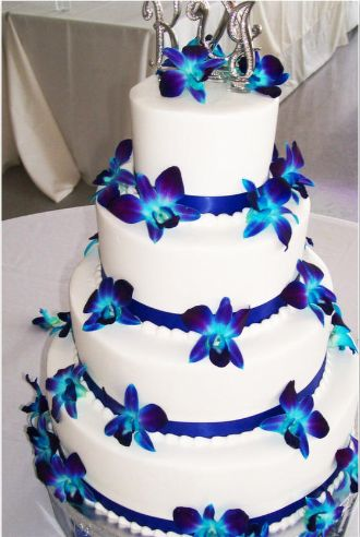 white wedding cake with royal blue flowers 17 best images about cakes multi tier royal blue wedding 27421