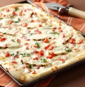 Recipe: Chicken and Spinach Alfredo Pizza with Garlic Parmesan Crust (with photo) - Recipelink.com