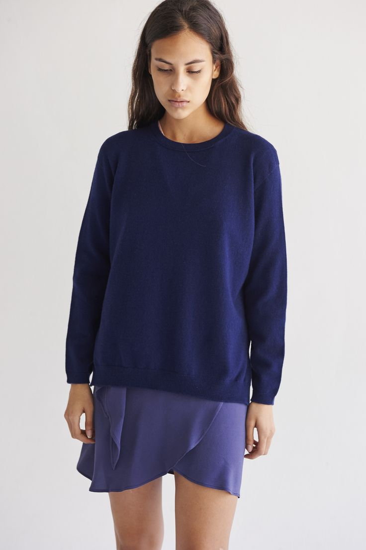 Knitted in the best cashmere fibre.  Oversized fit with slit at sides. The back of the garment is slightly longer than the front. Rib stitch on the cuffs, neck line and hem.   100% Cariaggi Cashmere