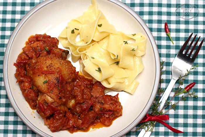 Pollo in potacchio - Pulpe de pui cu sos de rosii