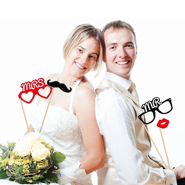 Wie gut kennen sich Braut und Bräutigam wirklich? Wird das Brautpaar durch viele übereinstimmende Antworten den Ehetauglichkeitstest bestehen? Das lustige Frage und Antwort Spiel für die ganze Hochzeitsgesellschaft!