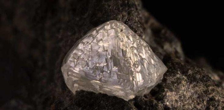 Так выглядит алмаз в природе