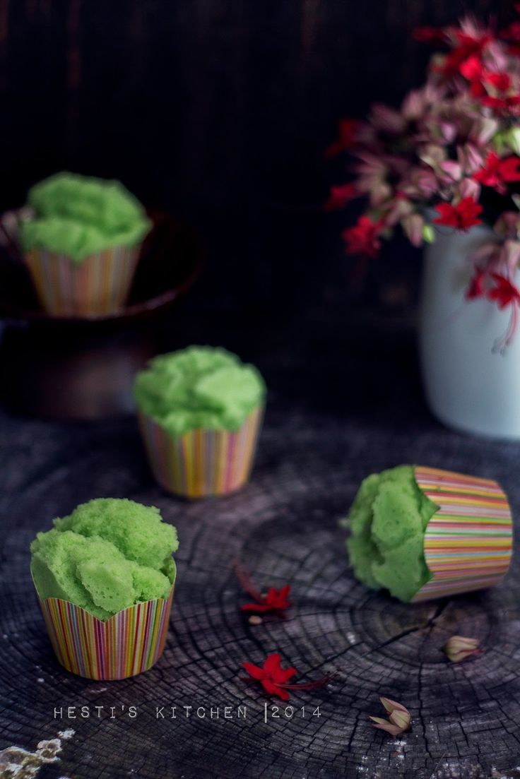 Bolu kukus tepung beras - steamed cup cake with rice flour and coconut milk [Recipe in Indonesian]
