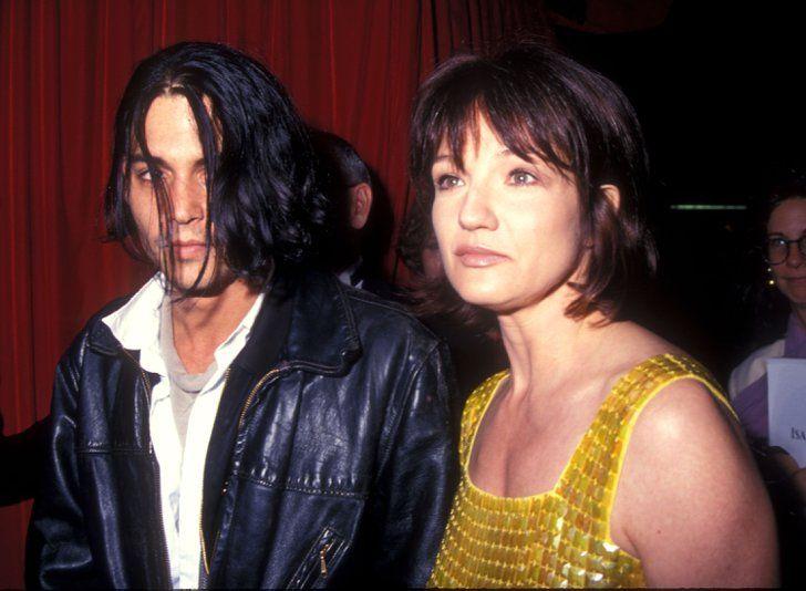 Pin for Later: Les 9 Femmes Célèbres Qui Ont Partagé la Vie de Johnny Depp Ellen Barkin Johnny a été en couple avec l'actrice Ellen Barkin en 1994— à l'époque, il avait 30 ans, et elle en avait 39.