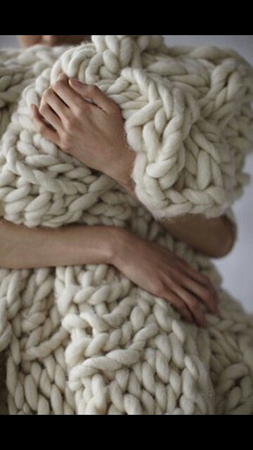 this blanket looks amazingly soft. I would bury myself underneath of this all weekend!