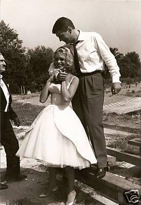 Brigitte Bardot et son partenaire Henri Vidal sur le tournage du film Voulez vous danser avec moi ?