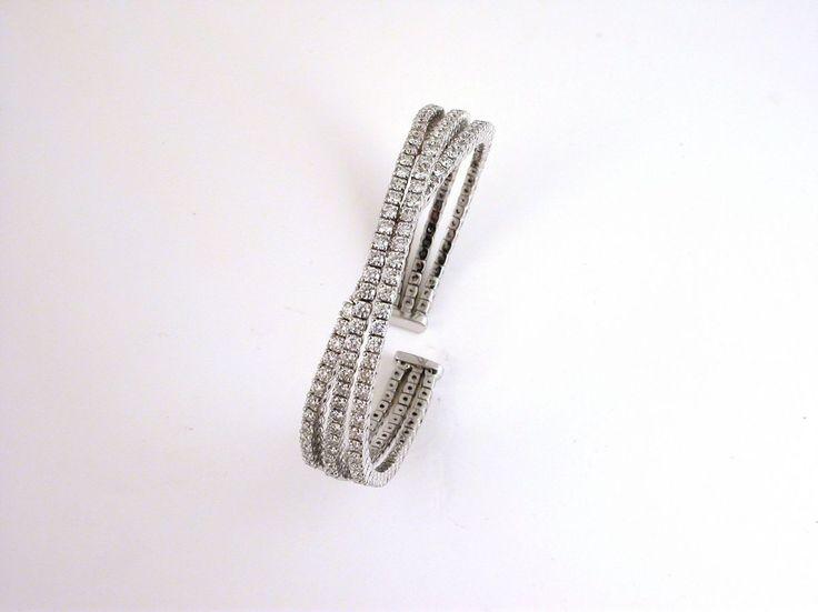 Bracelet - Tennis -Three Strand. 18 carat gold (kt), white gold,40.70 grams (gr).116 diamonds, brilliants cut5.34 carat (ct) (H colour VVs clarity).Size: 7.0 inches (Usa)   18.00 cm (Italy).Codex: TTTMS.