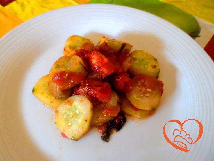 Cetrioli e pomodori http://www.cuocaperpassione.it/ricetta/793b1f4c-9f72-6375-b10c-ff0000780917/Cetrioli_e_pomodori
