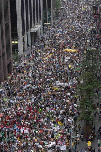 300.000 Menschen für Klimaschutz auf den Straßen New Yorks  2.700 Veranstaltungen in 158 Ländern- Ban Ki-moon und Hollywood-Star Leonardo DiCaprio unterstützen Protestierende in New York - Rund 10.000 Demonstranten in Berlin
