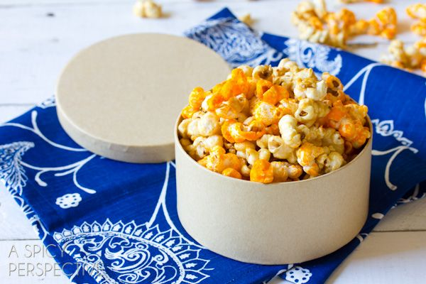 Chicago's famous Garretts Popcorn can be made at home?! This easy caramel popcorn recipe and cheese popcorn recipe will satisfy your garretts craving no matter