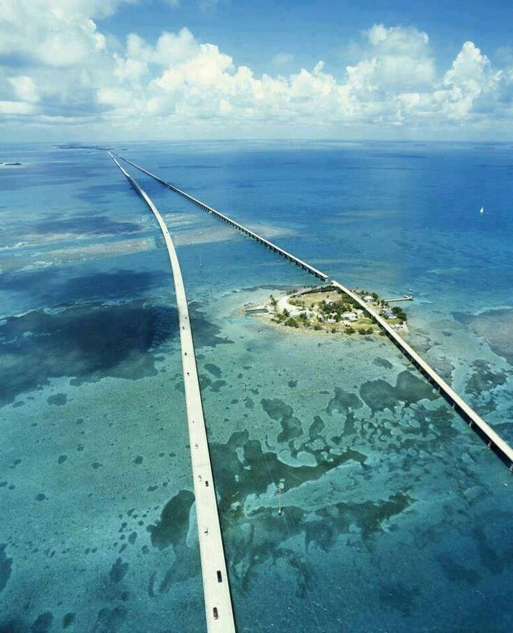 """米国フロリダのセブンマイル•ブリッジ、ここから少し離れた海底で星出飛行士らがニーモ18ミッション""""@EarthPix: 7 Mile Bridge, Florida Keys pic.twitter.com/aQVJFWCclw """""""