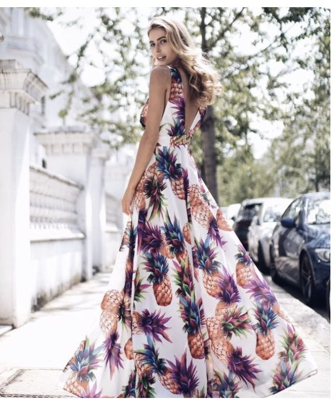 A Day In The Life Of A Bloggers Photographer   In Talks with Rebecca Spencer #BloggingPhotography #Fashionphotograph #floraldress
