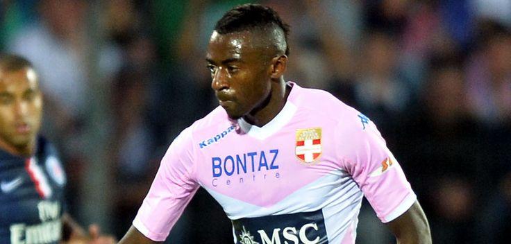 Touché le week-end dernier contre Toulouse(1-0, 22eme journée de Ligue 1), Clarck Nsikulu, l'attaquant de l'Evian TGFC, sera absent environ un...