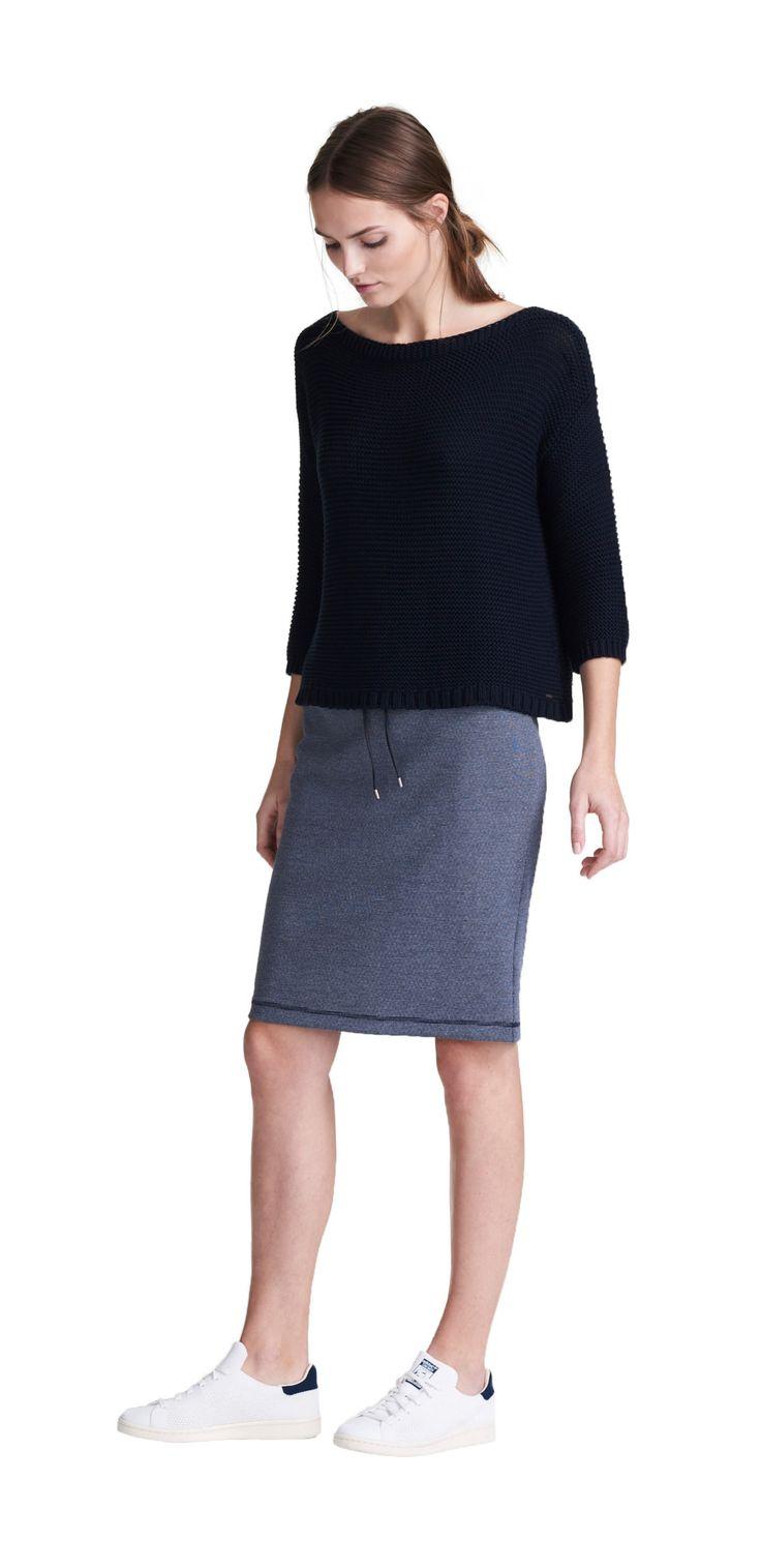 Damen Outfit Sportlich femininer Look von OPUS Fashion: blauer Strickpullover, blauer Rock