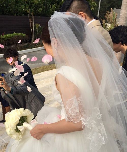 Ceremony Scene   チャペルの退場はフラワーシャワーで華やかに祝福   weddingdress wedding beash resort party friends love