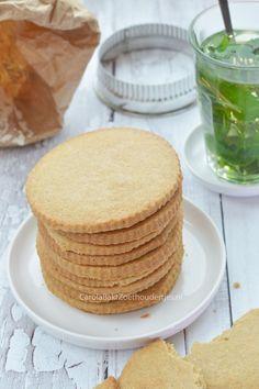 Jodenkoeken, ik vind deze koeken eerlijk gezegd nog lekkerder dan de koeken uit de bekende bus! Ik ben zo benieuwd wat jij ervan vindt!